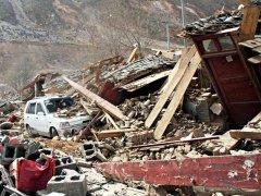 震中漾濞村民讲述:一家10多口刚逃出房子就塌了
